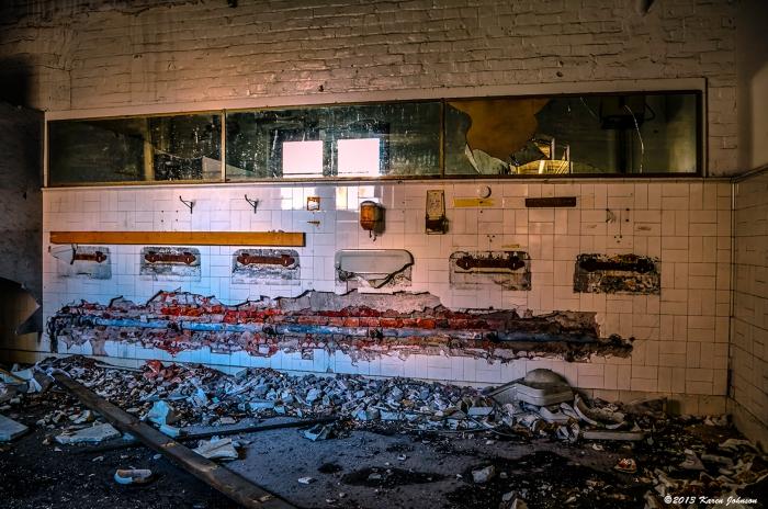 Scranton Lace Bathroom-sm