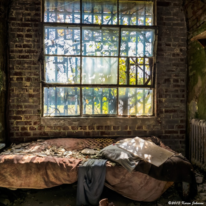 Holmesburg-Bed-by-Window-Final-web